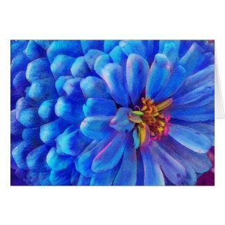 No azul, o cartão do Zinnia, floresce
