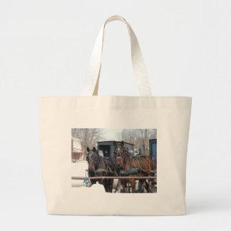 No cargo engatando bolsas de lona