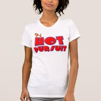 No T da perseguição quente Camiseta