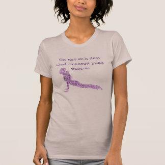 """""""No t-shirt ascendente do cão da 8a ioga engraçada"""