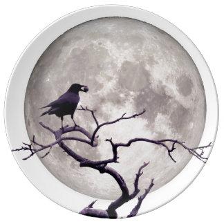Noite gótico da fantasia do corvo do corvo e da louça