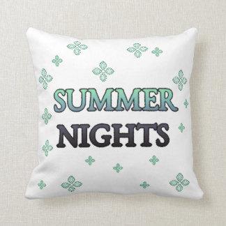 Noites de verão com flores travesseiros