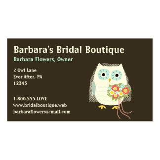 Noiva branca da coruja com o cartão de visita do b