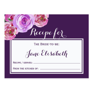 Noiva floral violeta da ameixa roxa a ser cartão