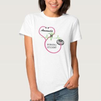 Nome cor-de-rosa do estudante dos cuidados do t-shirt