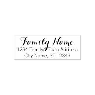 Nome de família e endereço do remetente feitos sob carimbo auto entintado