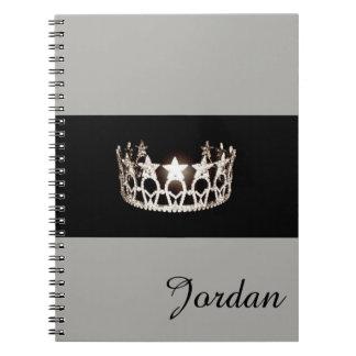 Nome de prata do costume do caderno da coroa da