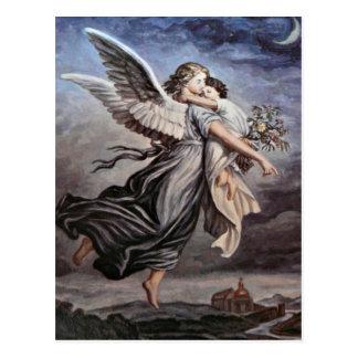 Nos braços de um cartão do anjo cartões postais