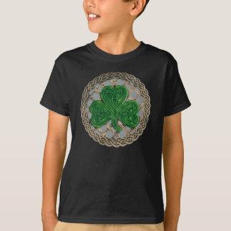 Nós da estrutura e do céltico do trevo na camisa