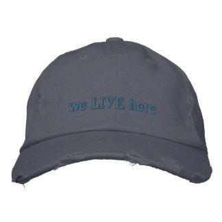 """""""Nós vivemos aqui"""" chapéu Boné Bordado"""