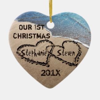 Nosso primeiro Natal dois corações no ornamento da