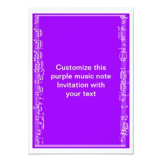 Notas da folha de música no roxo convite 12.7 x 17.78cm