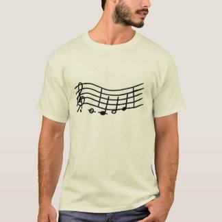 Notas da música em uma escala ondulada, camisa