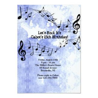 Notas da música no fundo azul convite 12.7 x 17.78cm