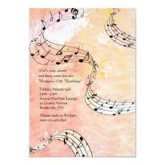 Notas da música no fundo coral convite 12.7 x 17.78cm