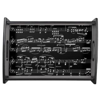 notas musicais brancas no preto bandejas de alimentos