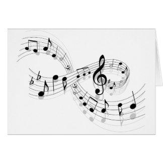 Notas musicais em uma linha de funcionarios cartão comemorativo