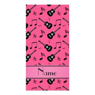 Notas pretas cor-de-rosa conhecidas feitas sob cartão com foto personalizado