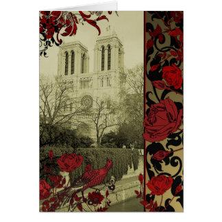 Notre Dame com o cartão dos rosas do vintage