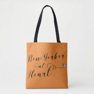 Nova-iorquino na bolsa de compra do coração, NYC