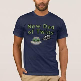"""Novo papai dos gêmeos """"nós estamos aqui! """" camiseta"""