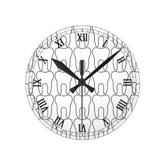 Numerais romanos clássicos da hora do dente relógio para parede