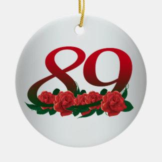 numere 89/as flores vermelhas 89th aniversário ornamento de cerâmica
