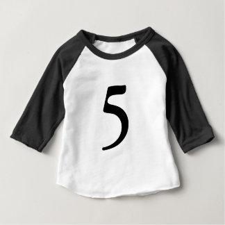 Número 5 camisa de cinco idades