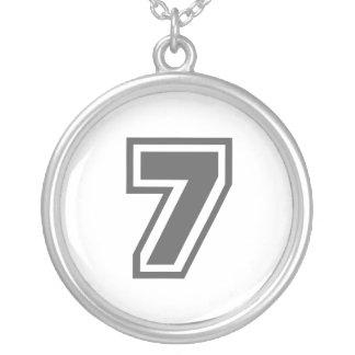 Número 7 colar banhado a prata