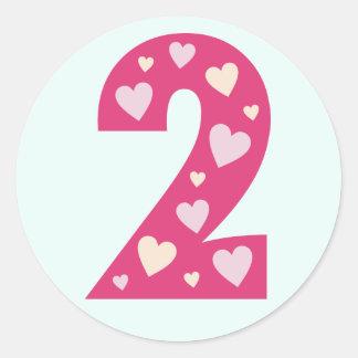 Número cor-de-rosa feliz dos corações 2 etiquetas  adesivo