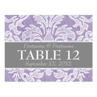 Números modernos da mesa do casamento da cor damas cartão postal