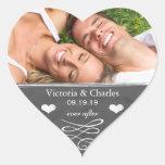 Nunca após economias do casamento do quadro o selo adesivo em forma de coração