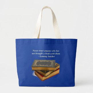 Nunca confie qualquer um que não trouxe um livro bolsa para compra