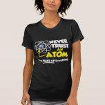 Nunca confie um átomo tshirts