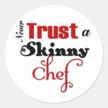 Nunca confie um cozinheiro chefe magro adesivos em formato redondos