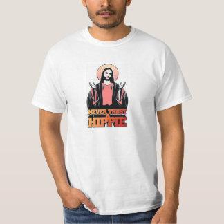 Nunca confie um Hippie T-shirts