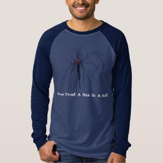 Nunca confie um homem em uma luva longa de camisetas