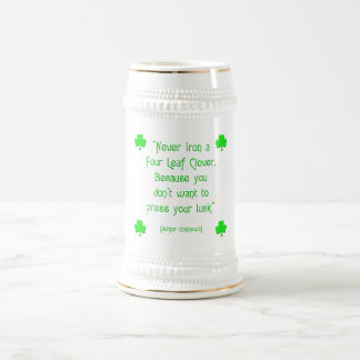 Nunca passe um trevo da quatro-folha…. caneca de cerveja