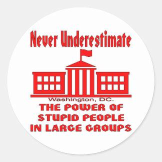 Nunca sob a avaliação o poder de pessoas estúpidas adesivo