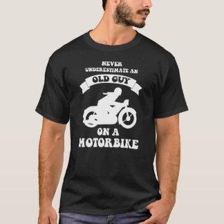 nunca subestime uma cara idosa em um T do Camiseta