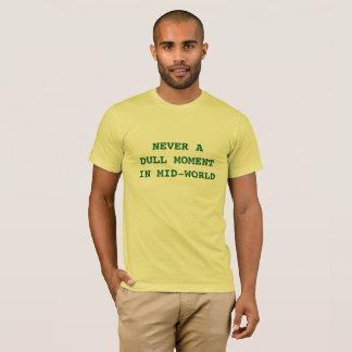 Nunca um momento maçante na camiseta do