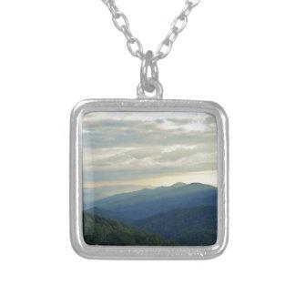 Nuvens de Tennessee Colar Banhado A Prata