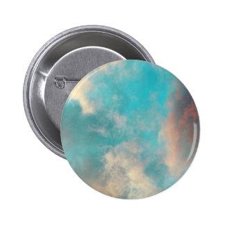 Nuvens do céu azul da cerceta botons