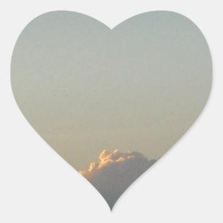 nuvens em romania adesivo coração