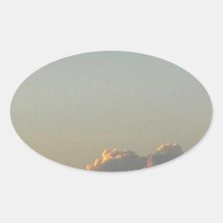 nuvens em romania adesivo oval