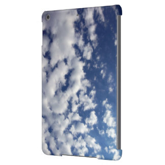 Nuvens inchado no céu azul capa para iPad air