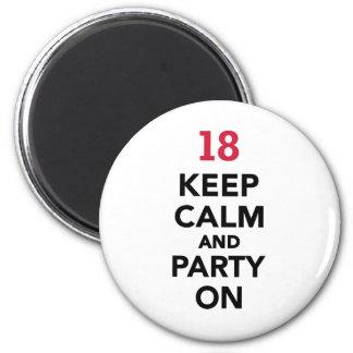 o 18o aniversário mantem a calma e o partido sobre imãs de refrigerador