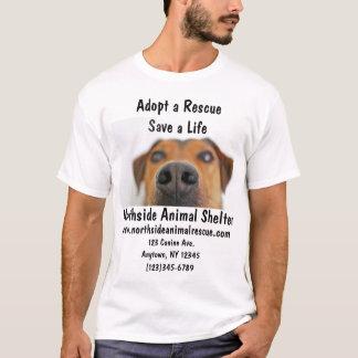 O abrigo animal adota uma camisa do centro do