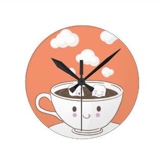 O açúcar engraçado bonito cuba o banho no copo de relógio redondo