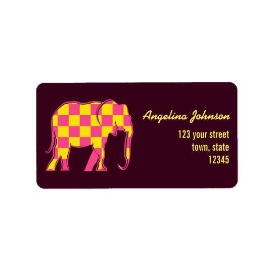 O amarelo do elefante cor-de-rosa esquadra o etiqueta de endereço